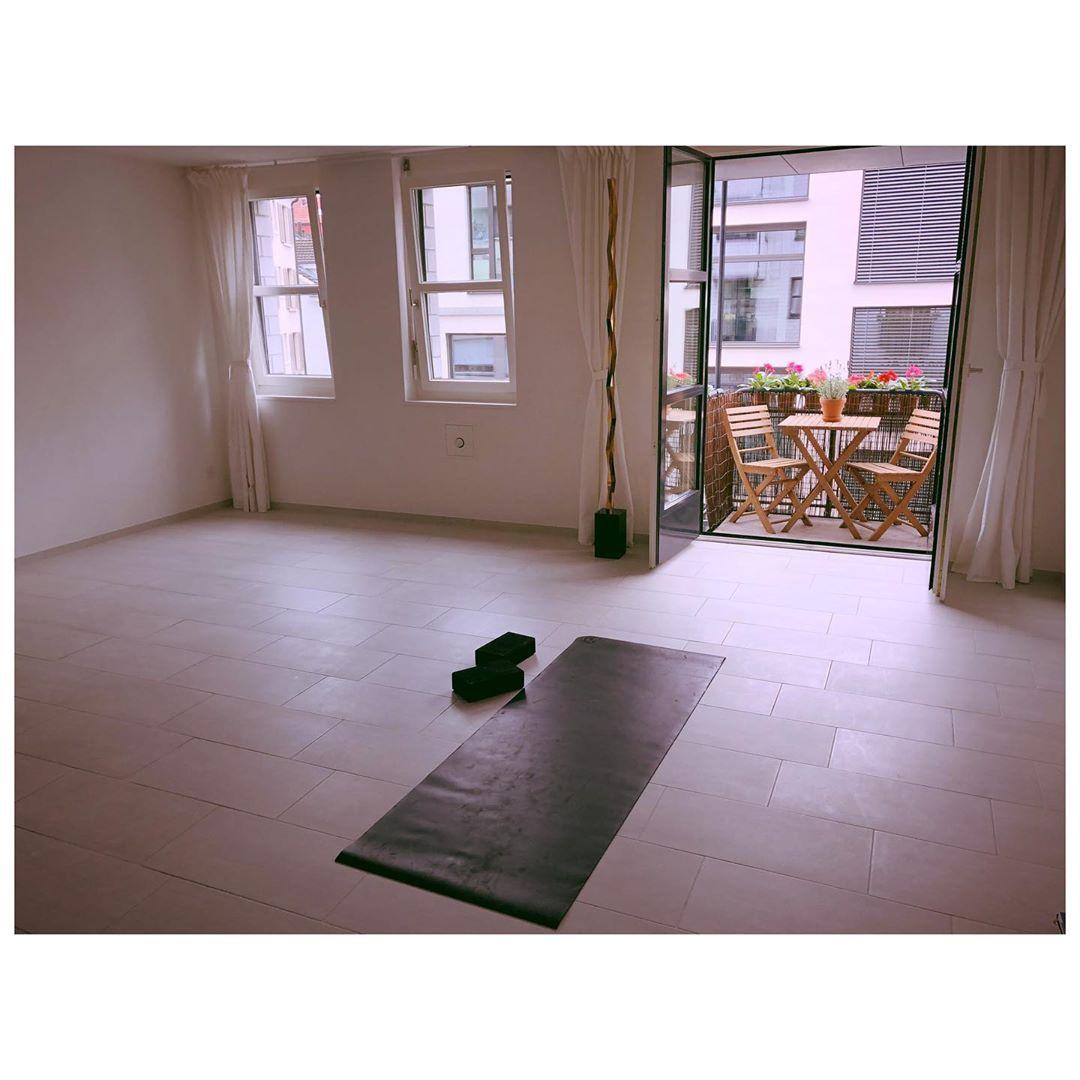 Morning Yoga at home 🧘🏻♀️ #yoga #fitness #meditation #yogalife #yogainspiration #love #yogaeverydam...