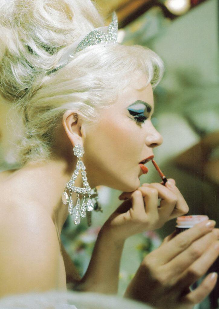 """""""Vegas Showgirl"""" Photo coiffure, Maquillage et Rouge à"""