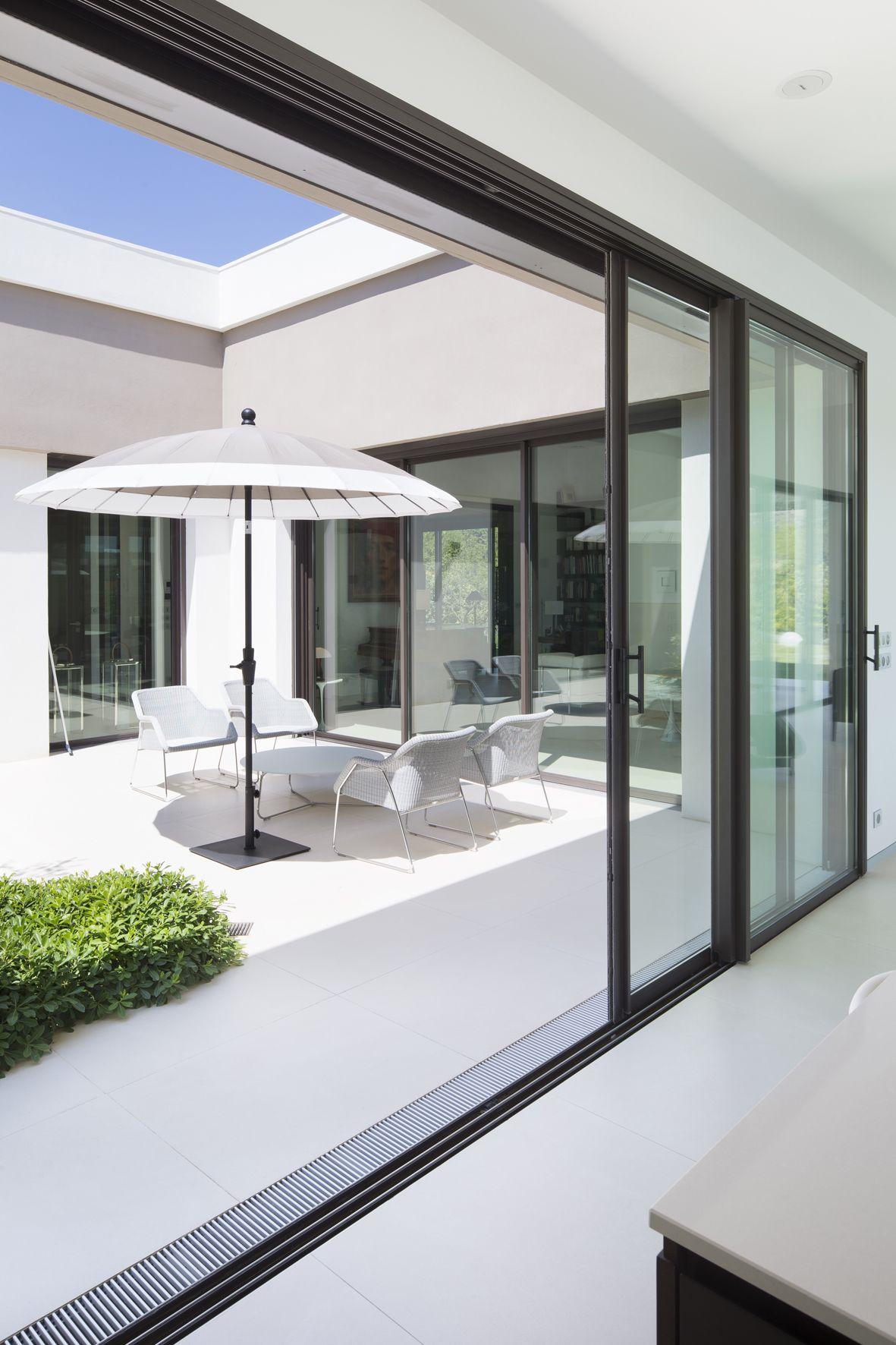villa sainte victoire france menuiseries aluminium. Black Bedroom Furniture Sets. Home Design Ideas