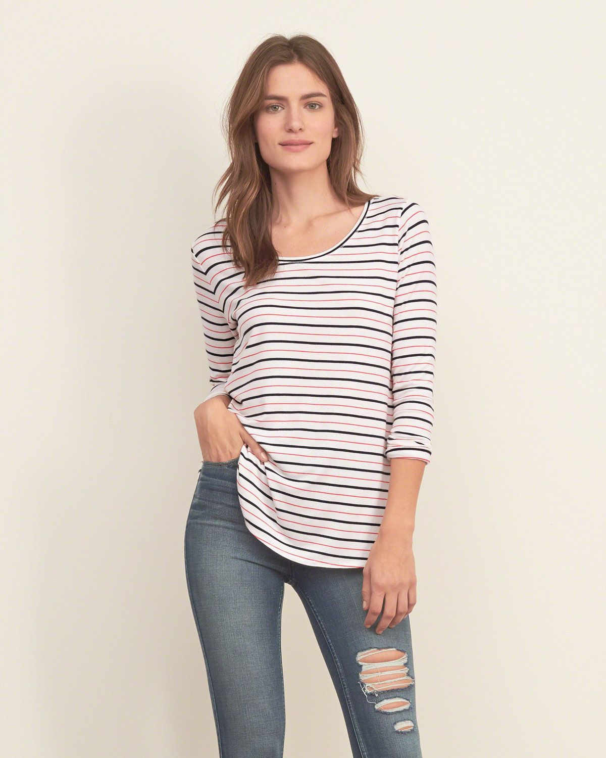 An easy T-shirt in a relaxed silhouette, finished with a crewneck and curved hem, Easy Fit, Imported