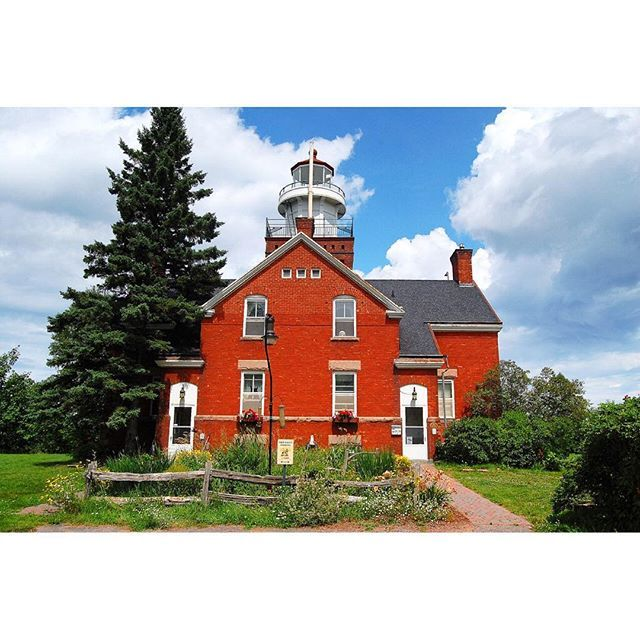You can spend the night inside these Michigan lighthouses | Casas