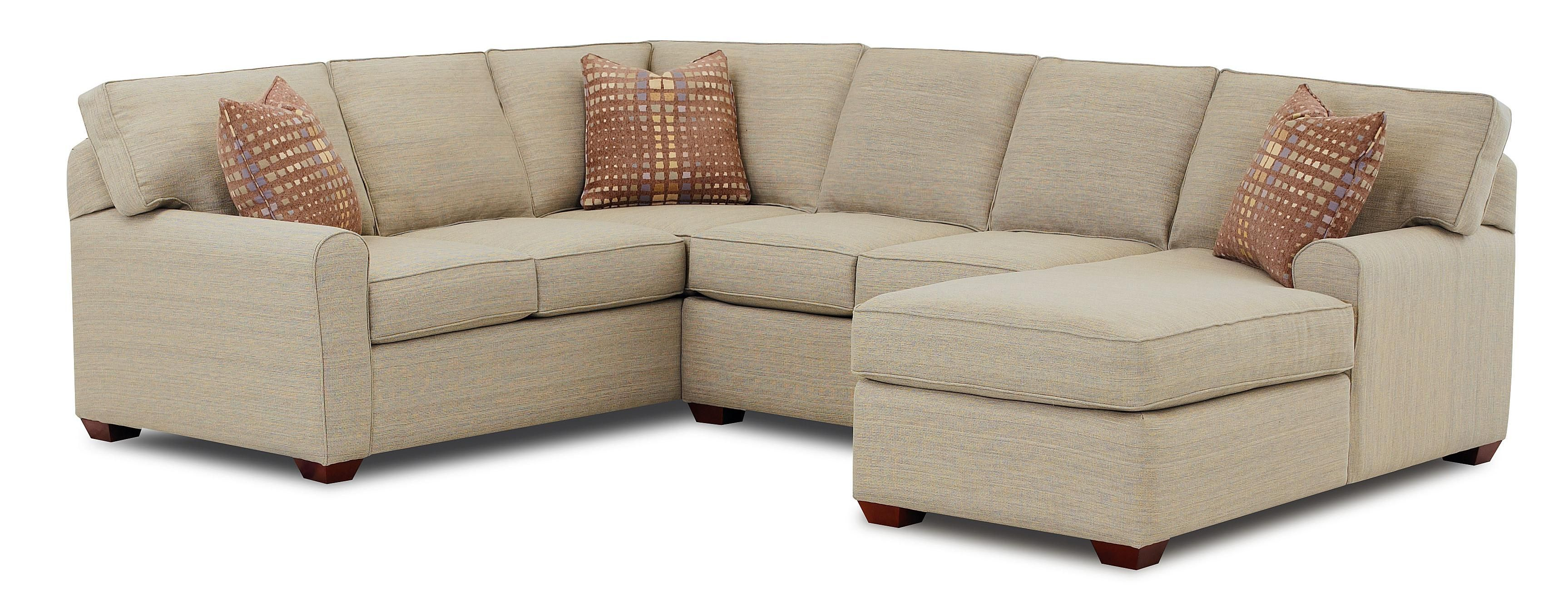 Hybrid Sectional Sofa With Right-Facing Chaise Lounge