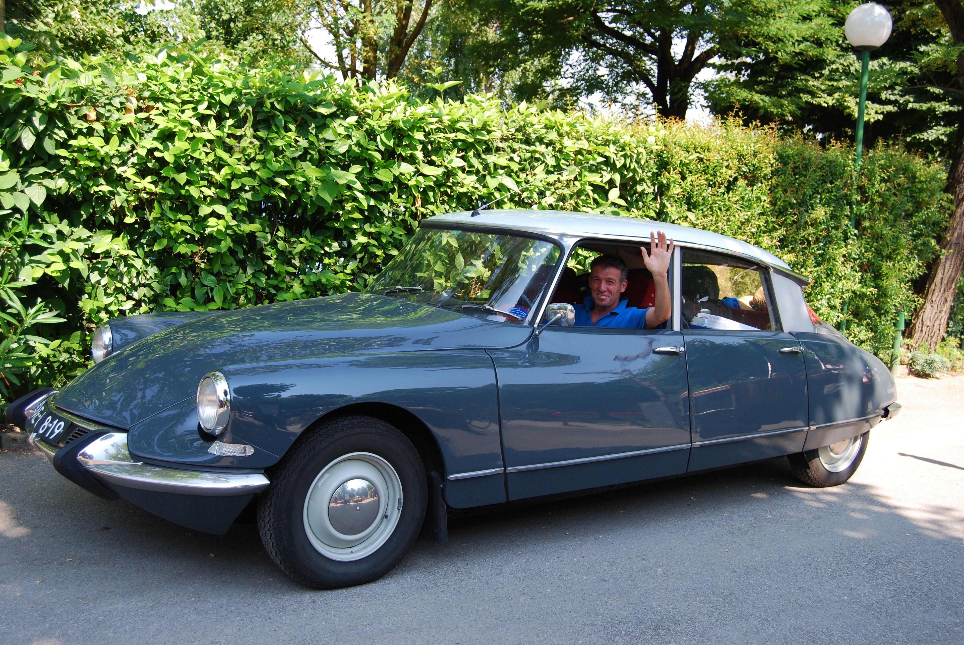 Rétromobile : hommage à la Citroën DS - actualité