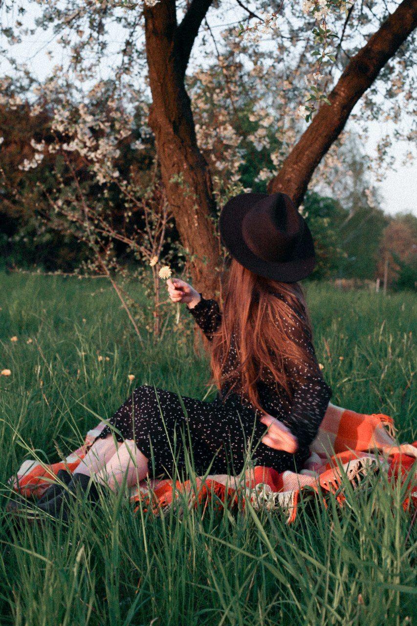 #photography #girlwithflowers #photoideas #inthefields #flowers #instaphoto