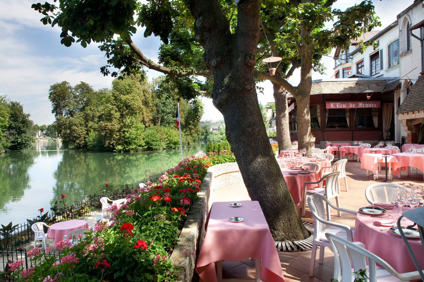 D jeuner en terrasse bord de marne restaurant val de for Restaurant avec jardin 92