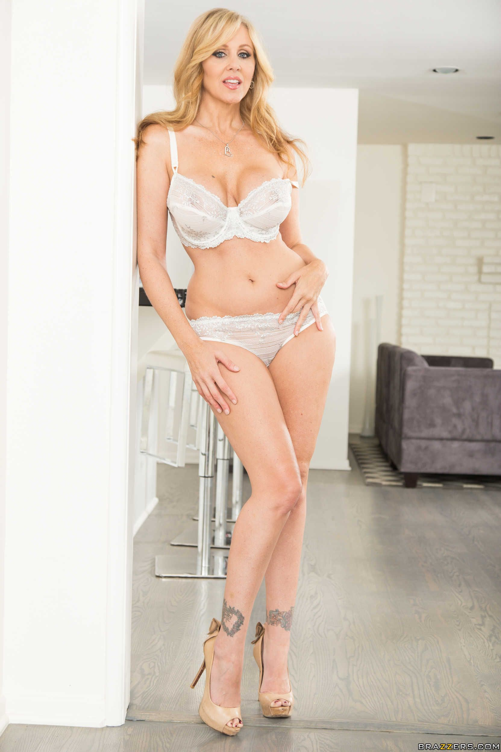 julia ann stepmom