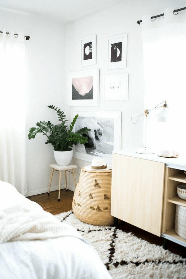 Schlafzimmer Ecke Dekorieren Mit Blumentöpfen Und Fotorahmen