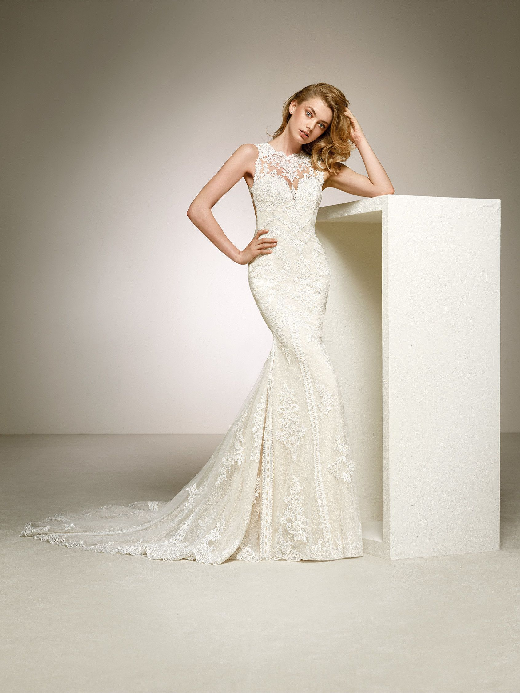 Fabulous mermaid wedding dress with a long train in embroidered ...