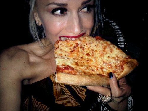 Gwen Stefani Think She Just Became My Favorite Celeb Just Because She S Eating Real Food Eat Pizza Favorite Comfort Food Eat