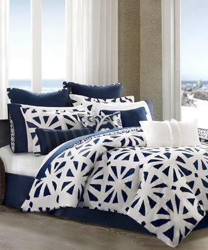 This sophisticated set brings a sense of classic style to bedroom décor. With exquisite details that offer a luxurious experience, this set is sure to create a cozy bedroom atmosphere ready for rest and relaxation.