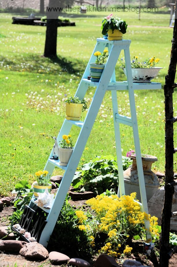 How To Turn An Old Ladder Into A Beautiful Plant Stand Simple Garden Diy Diy Plant Stand Old Ladder Plant Stand
