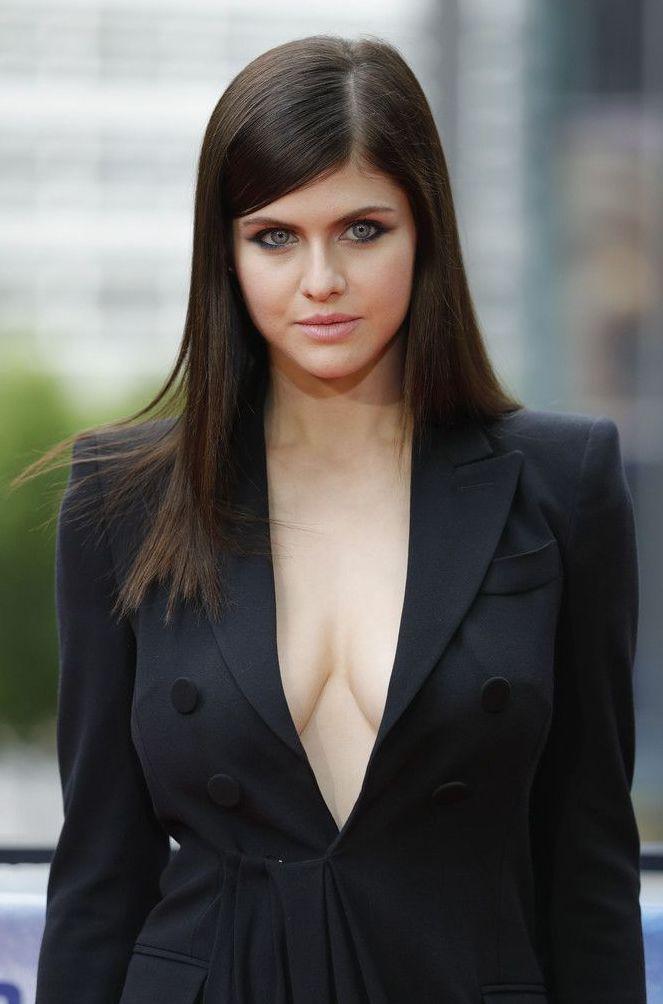 Photo of Alexandra daddario Actress images age wiki matthew height Beautiful female #alex…