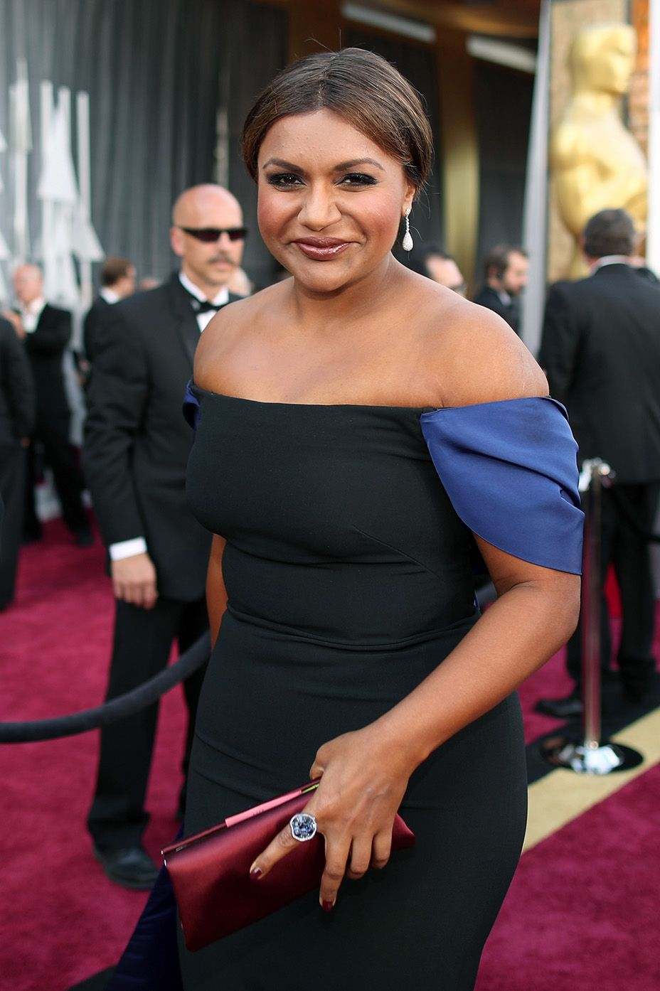 The hilarious and gorgeous Mindy Kaling looks stunning on the Red