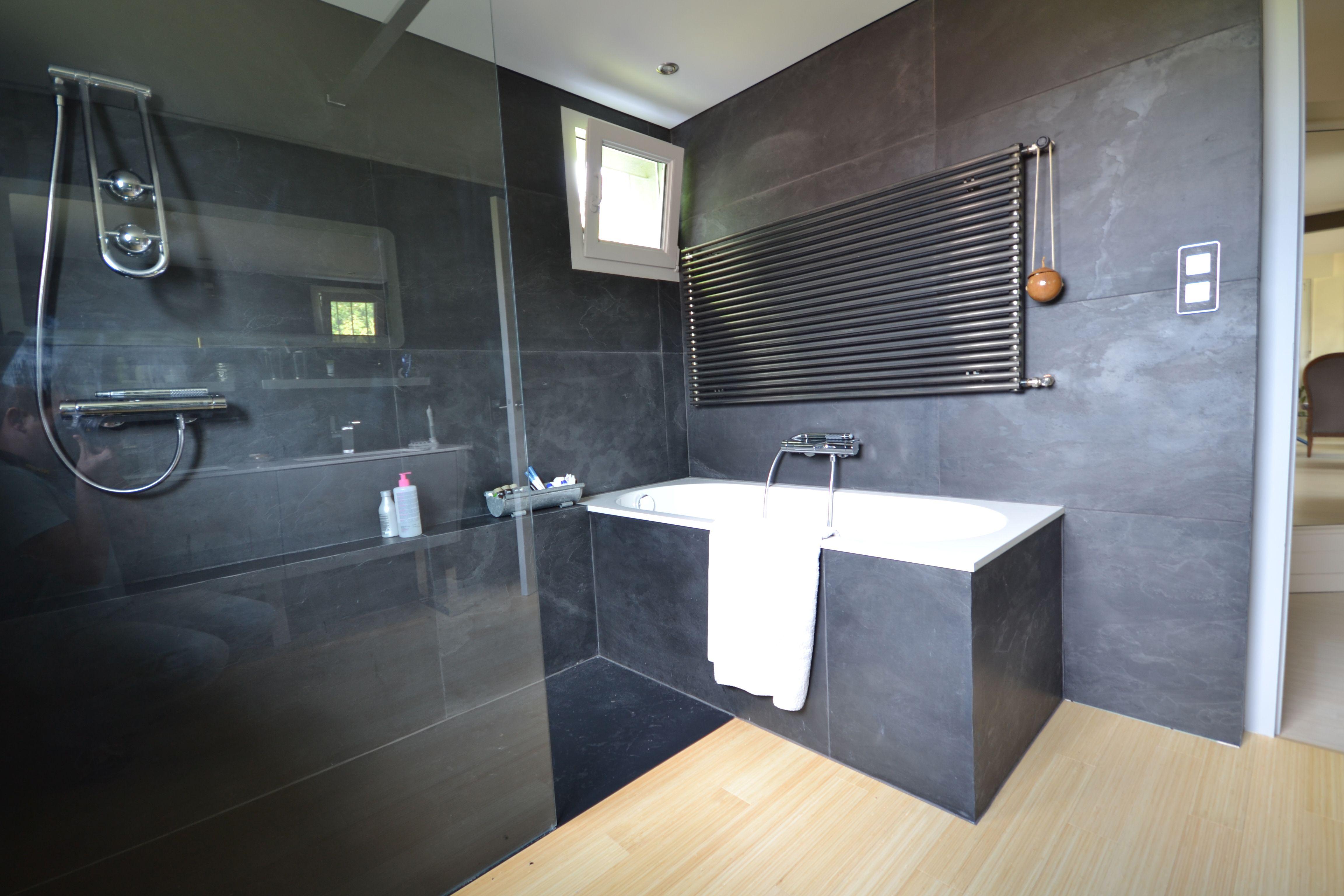 salle de bain completement renovee avec