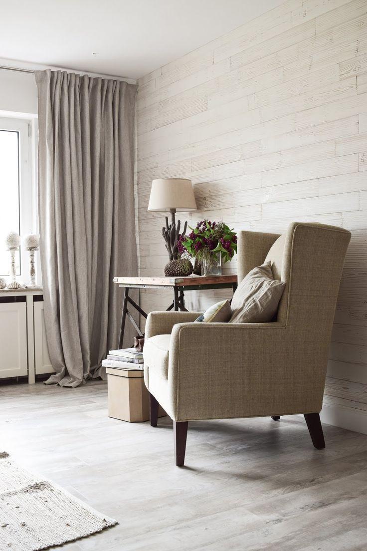 Flieder Dekoration für die Wohnung. Deko Tisch mit Flieder