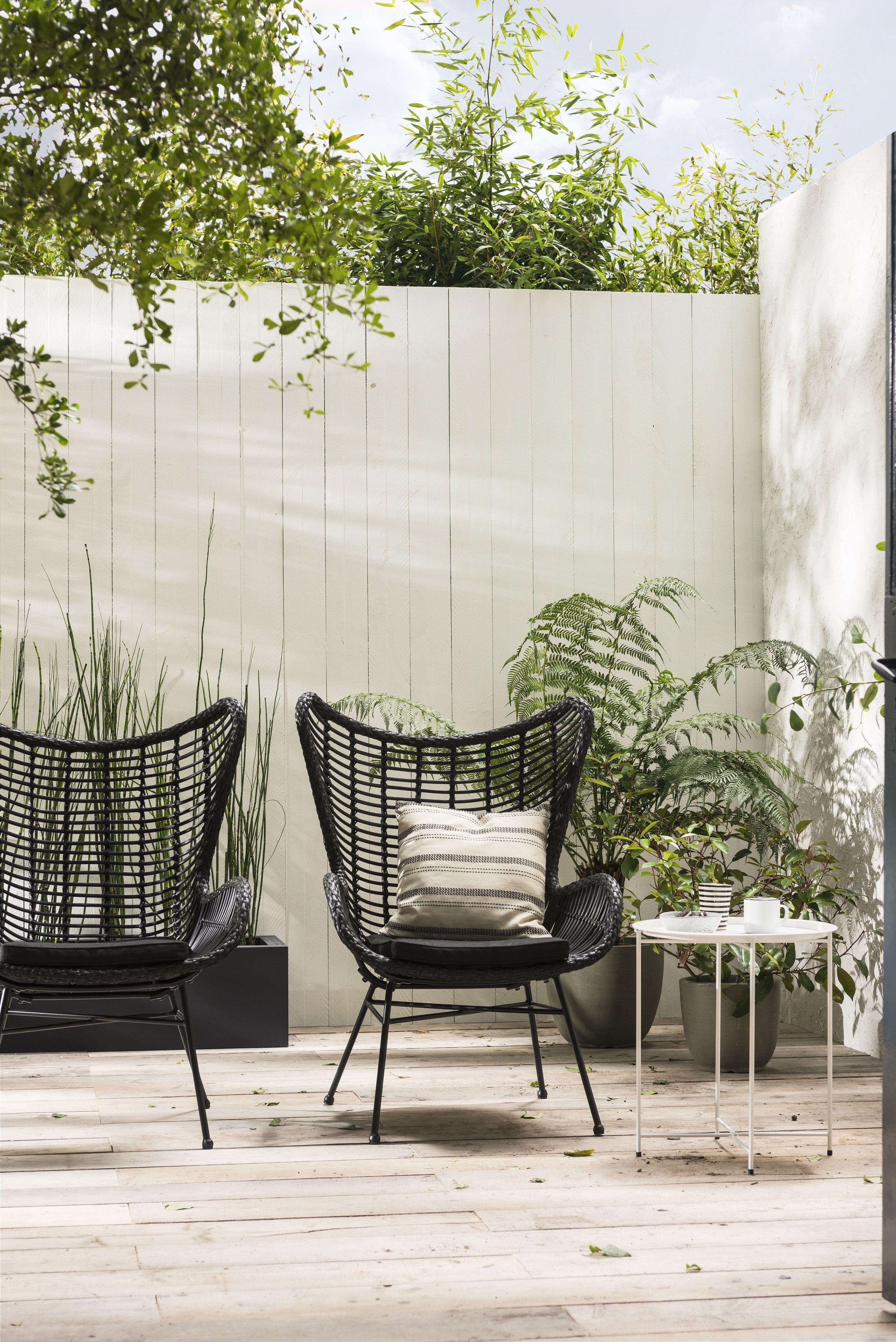 Tuintrend urban hangout terrace balcony outdoors for Zwarte tuinstoelen