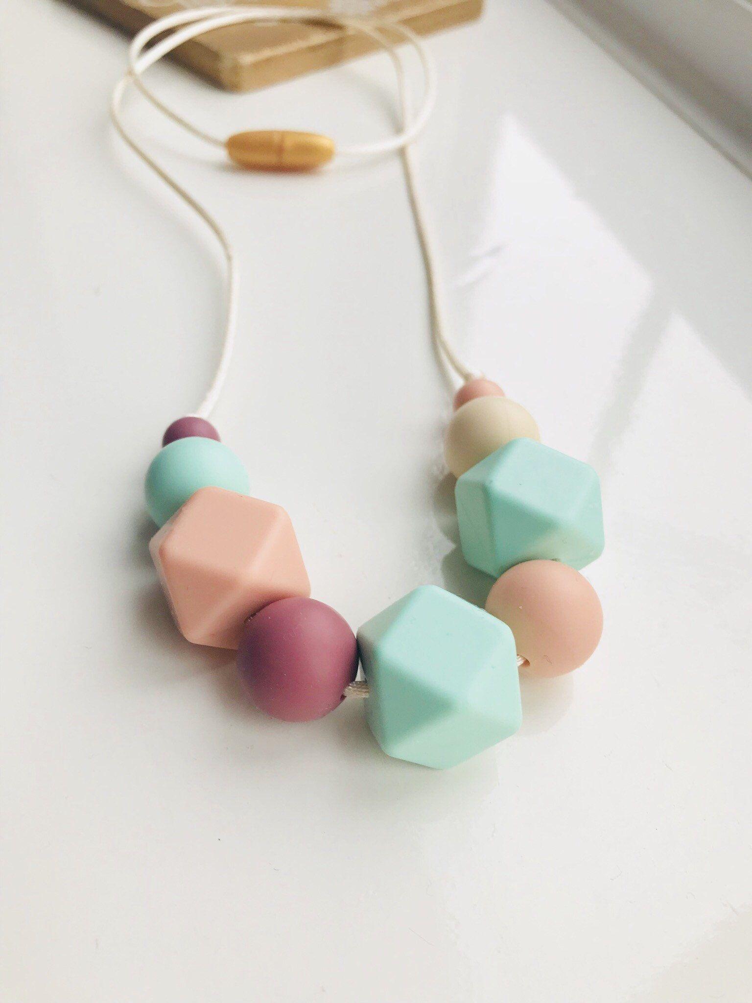 Teething Necklace Nursing//Sensory Jewellery Pink//Grey Marble Fiddle Beads