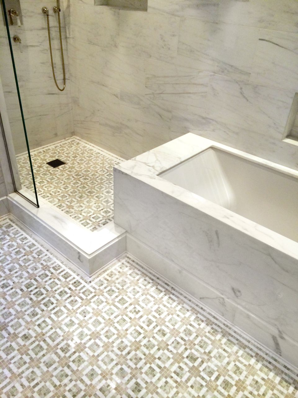 Pier Fine Associates Display Rare And Sophisticated Elegance In This Master Bathroom Design We Manufac Large Bathrooms Master Bathroom Design Bathroom Design