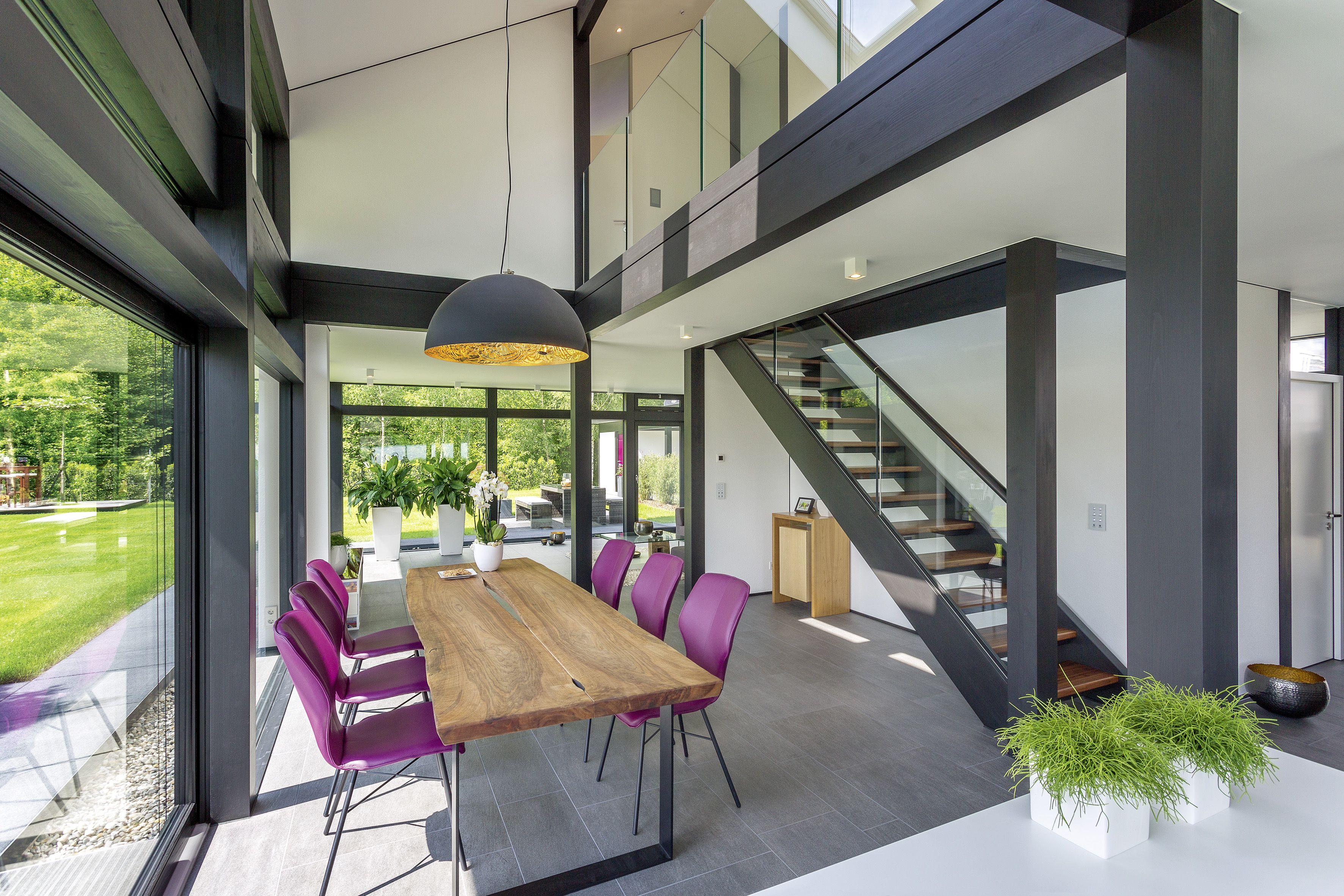 Das HUF Haus MODUM in eleganter ebenholzfarbener Konstruktion lässt ...