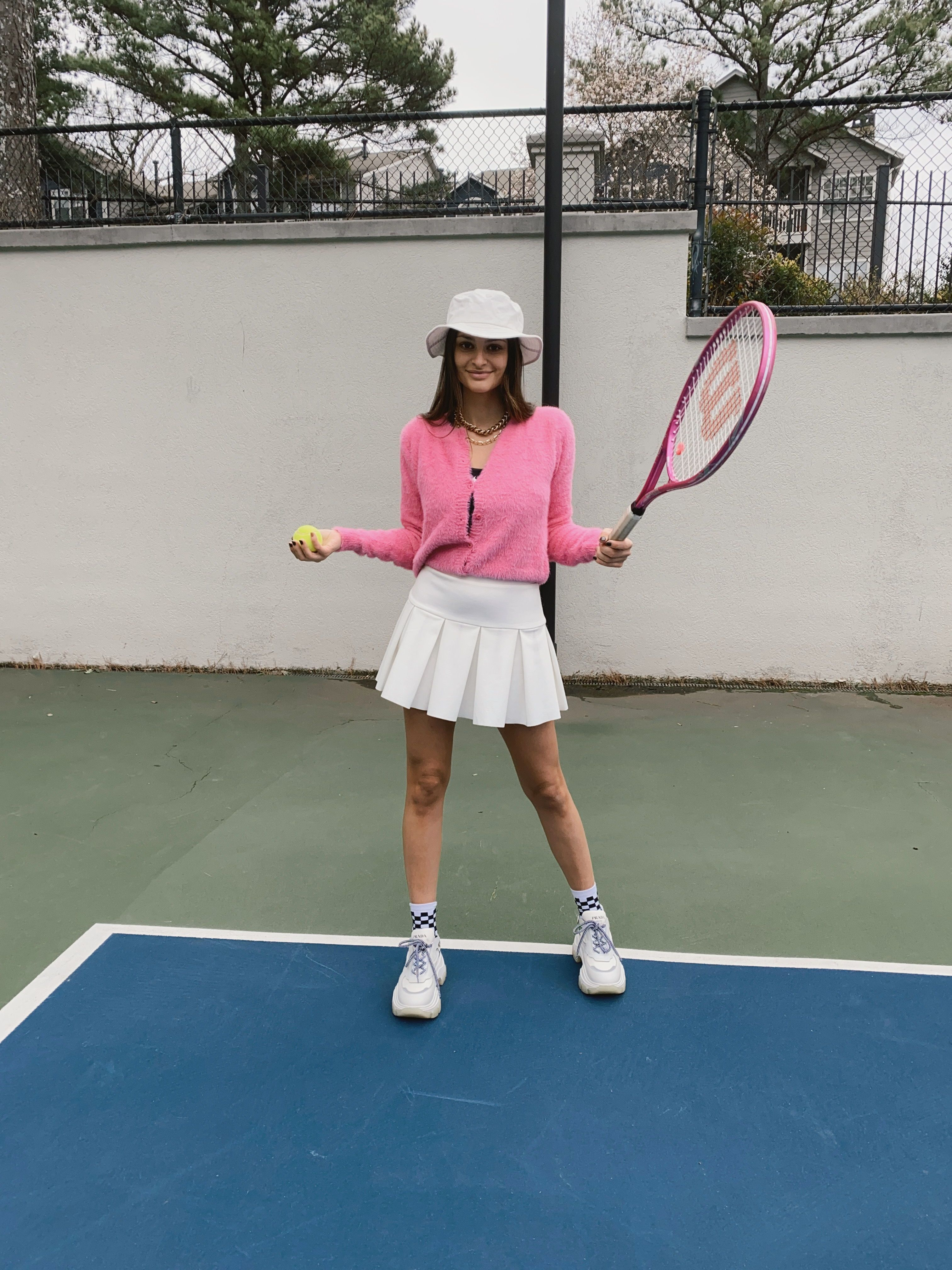 Summer And Spring Outfit Inspiration In 2020 Tennis Court Photoshoot Outfit Inspiration Spring Tennis Skirt Outfit