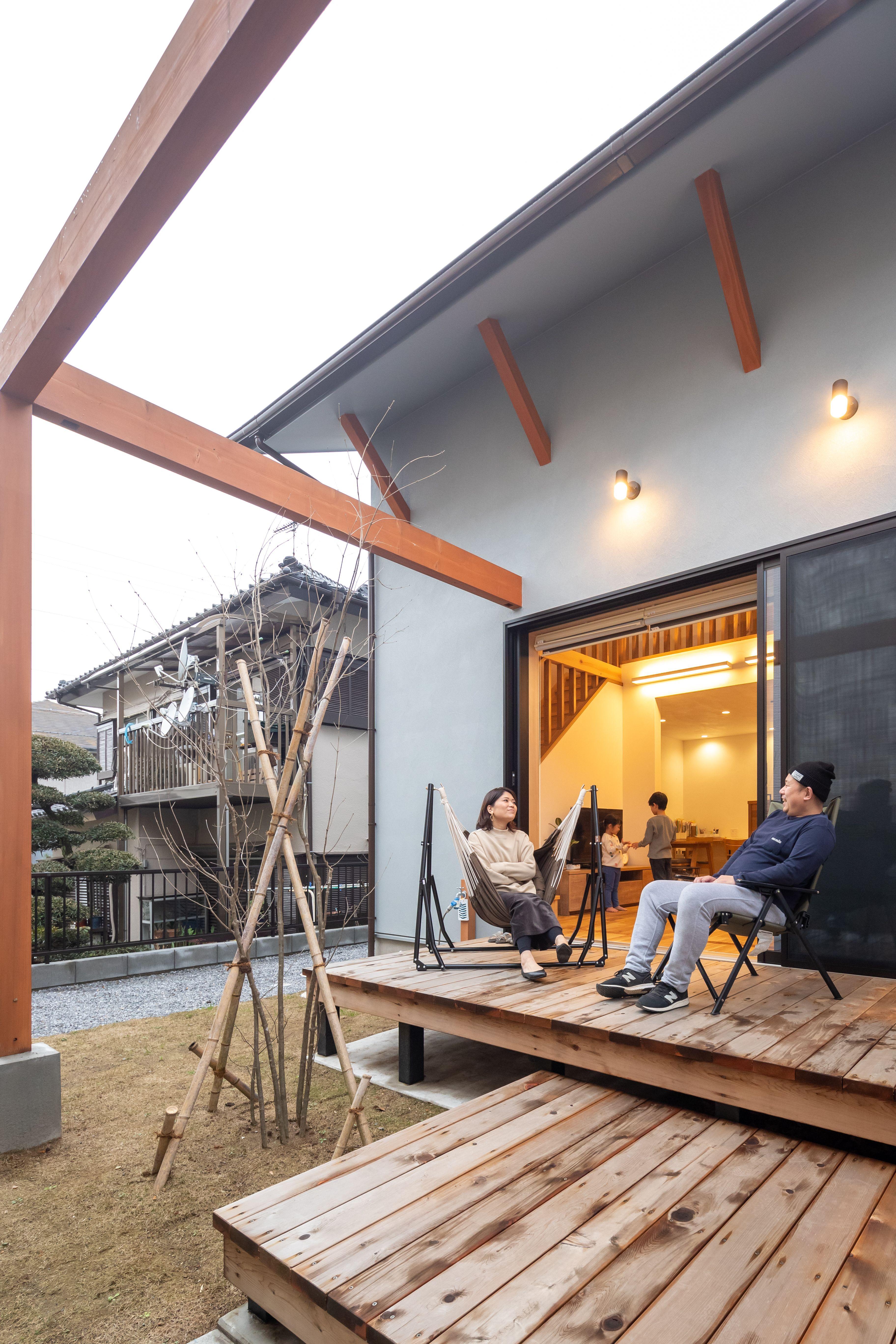 ウッドデッキ 庭 ひとつなぎの空間で憩う家 エーセンス建築設計 ウッドデッキ 中庭 ウッドデッキ 家