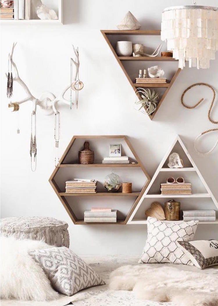 étagères murales de design géométriques en bois en tant que DIY