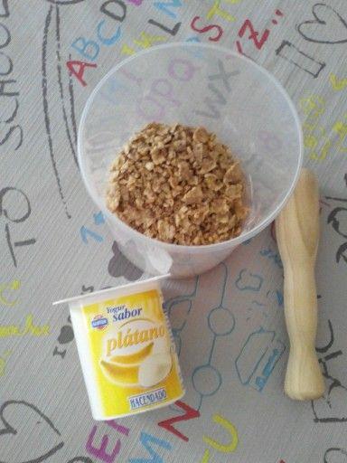 Reutiliza las migas de cereales echándolas en los yogures