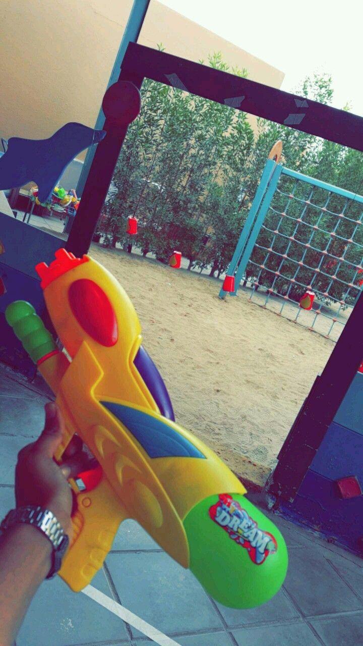 اللعب بالخارج يصوب الطفل مسدس الماء على الأكواب مرسوم عليها نار نشاط في يوم الدفاع المدني Projects To Try Projects Kindergarten