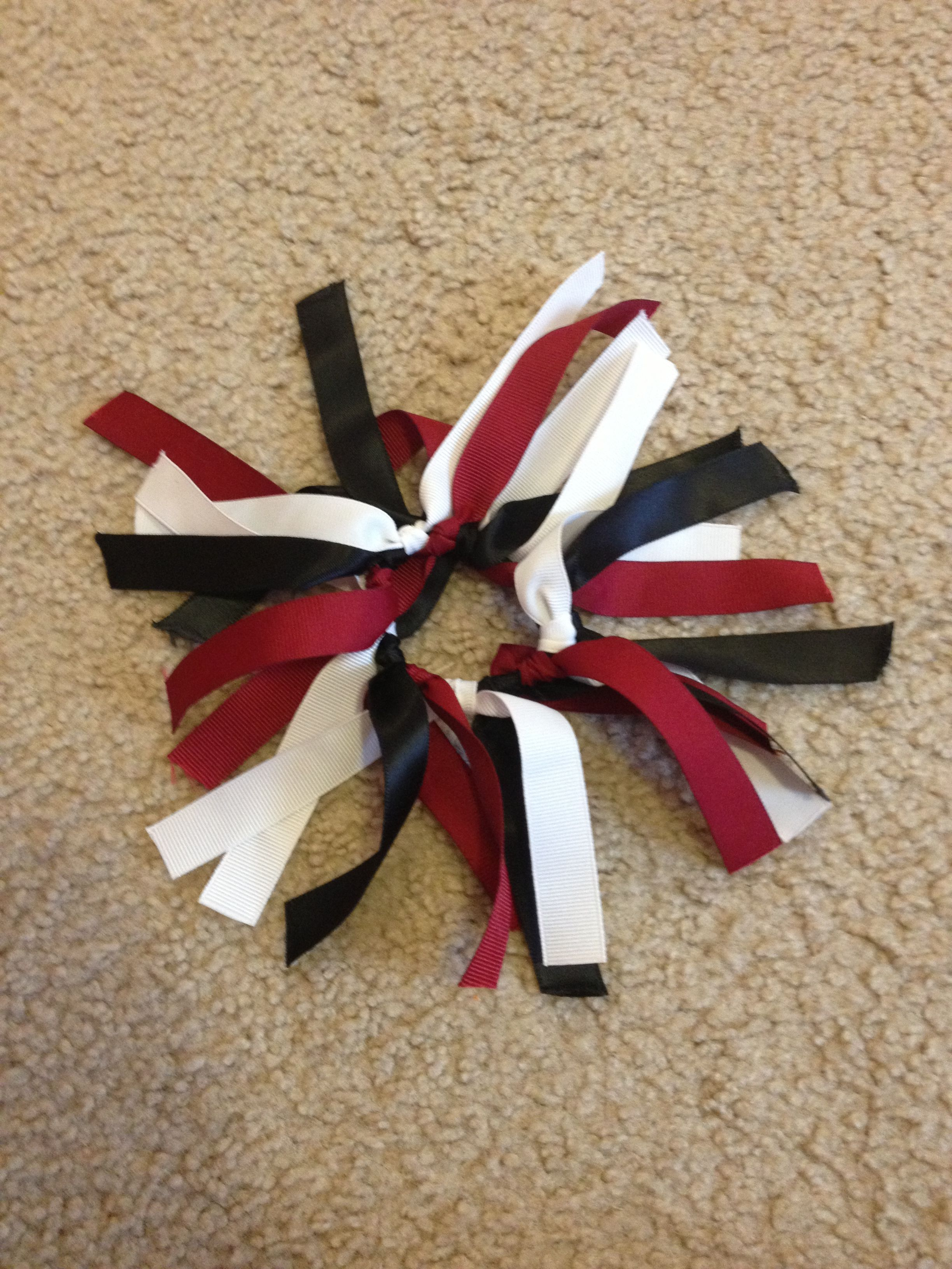 Ribbon scrunchie for volleyball season. Simple to make and looks