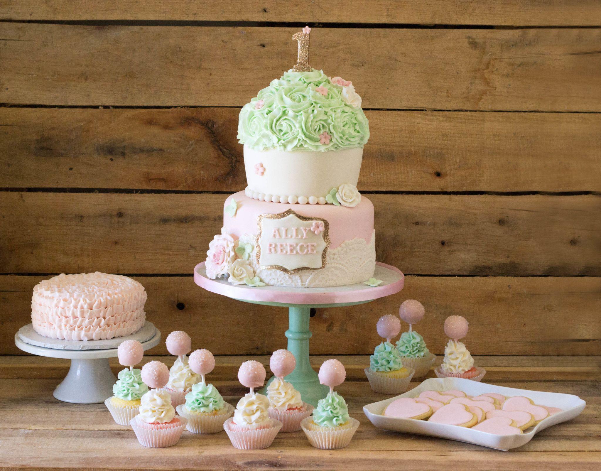Vintage-Cupcake-Party-Cake-Cupcakes-Cookies-Smash