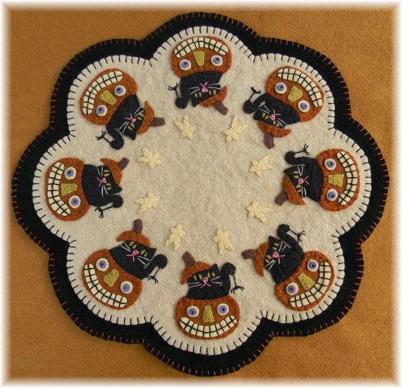 Sch Up This Fun Candle Mat With Or Without The Scary Black Cats Instructions Templates For Both Versions Are Included Finished