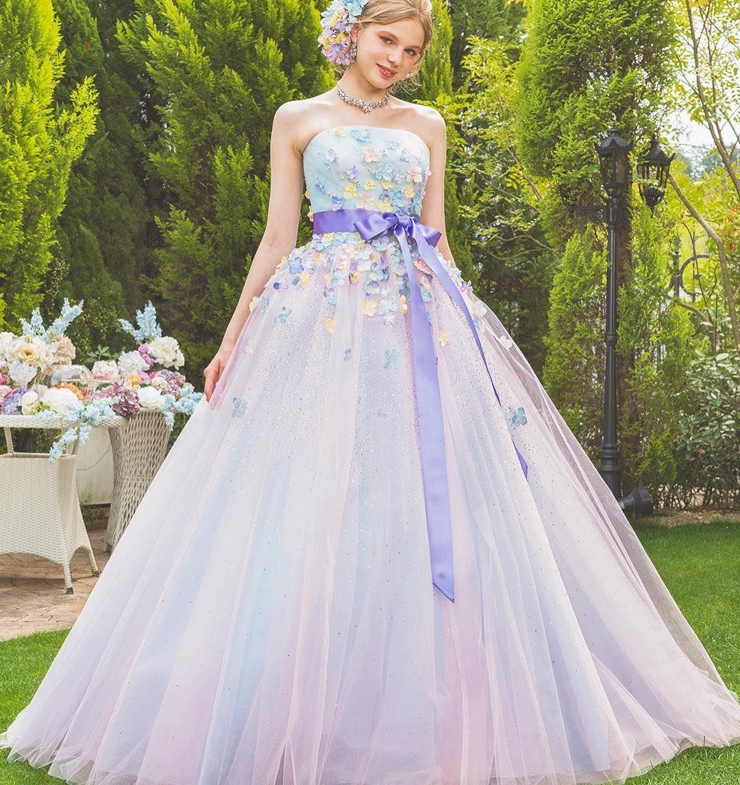 f59a1c9219c97 ドレスに散りばめられたお花とキラキラ輝くグリッターが素敵な、 カラー ...
