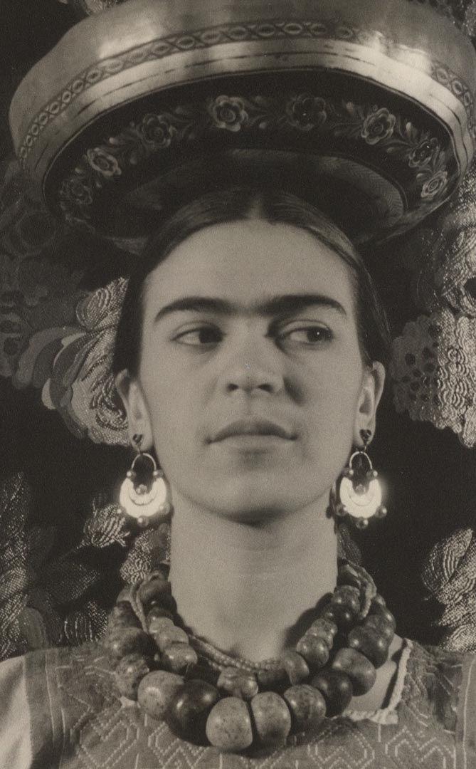 Frida Kahlo pendant a nice memory of a great artist.