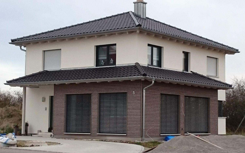 einfamilienhaus modern holzhaus zeltdach holzfassade modern fenster efficiento holzh user. Black Bedroom Furniture Sets. Home Design Ideas