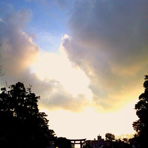 Kenichi Kamio - Kamakura sunset from Today's piano piece  Dec.30th,2014  「鎌倉夕景」  鶴岡八幡宮から江ノ島方面を観る。