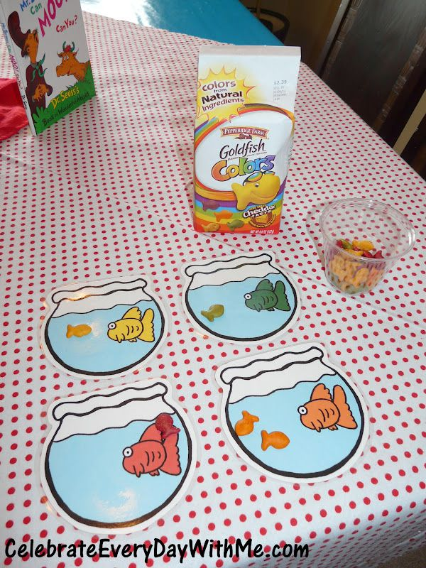 "Sorting ""Goldfish Colors"" Crackers for preschoolers - Dr. Seuss Party - free printable."