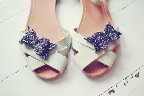 Grau Glitter Schleifen Schuh Clips, Anthrazit Clip von Polly McGeary ♥ Handmade accessories ♥ auf DaWanda.com