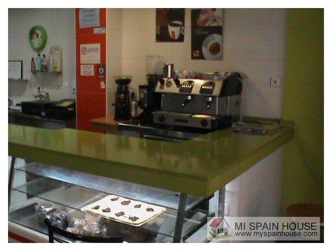 Bonito bar funcionando en Alzira, local 100 m2, terraza 14 m2, 4 mesas, 16 sillas, licencia de bar restaurante, salida de humos, cocina equipada, aire acondicionado, TV, máquinas, www.myspainhouse.com