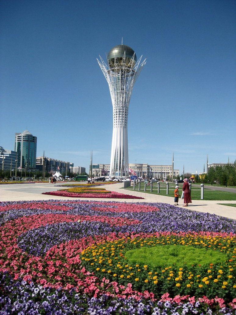 Astana in Kazakhstan / Capital de Kazajistán Astaná, cuyo nombre era Akmola hasta junio de 1998, es la actual capital de Kazajistán y de su distrito federal. La población de la ciudad, según una estimación de noviembre de 2008, era de 750.700 habitantes.