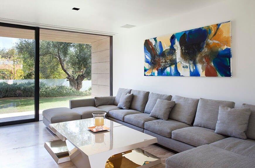 Dieses Wohnzimmer bietet Platz für viele Personen und ist ein - tisch für wohnzimmer