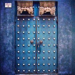 A mysterious #door in a random Hong Kong alleyway