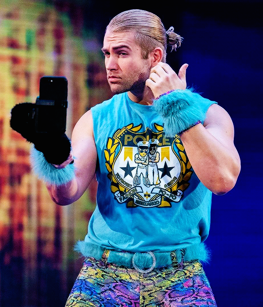 Pin By Loosecannon1990 On W W E Mens Hairstyles Curly Tyler Breeze Pro Wrestling