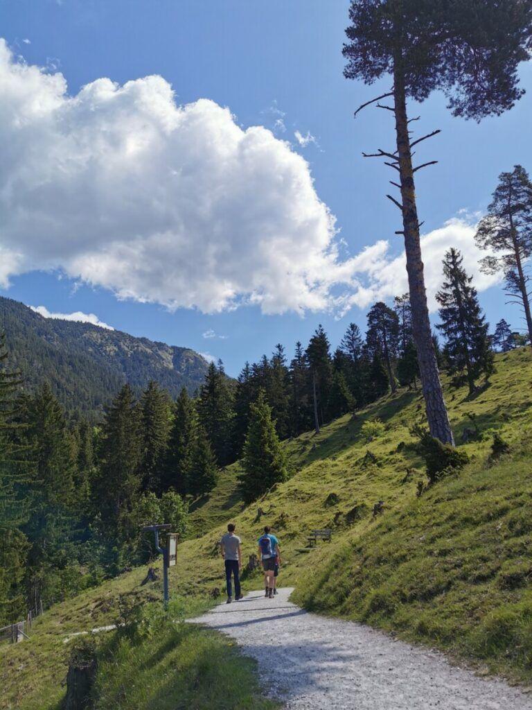 Tannenhutte Garmisch Partenkirchen Wandern Mit Kindern In 2020 Ausflug Reisen Wandern
