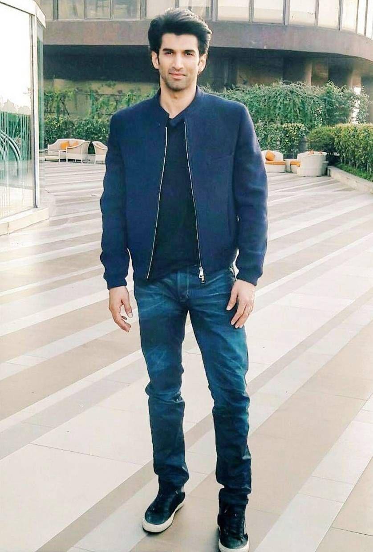 Aditya Roy Kapur Height Weight Age Affairs Biography Family