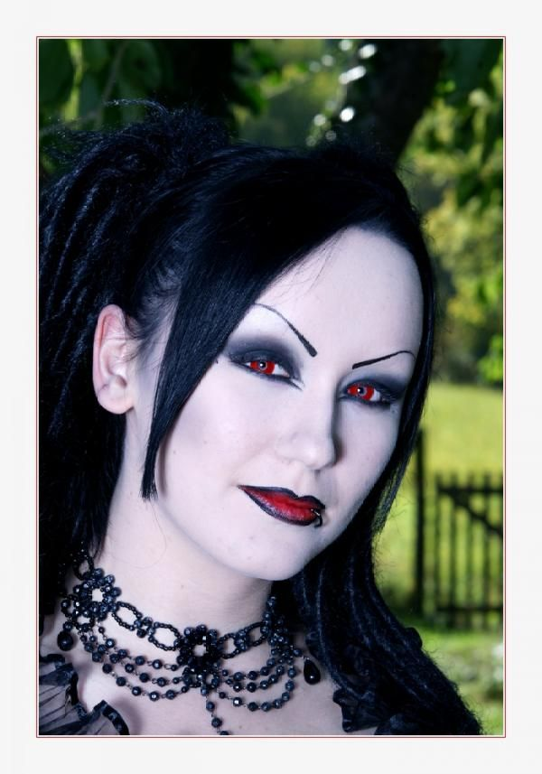 Goth hair and makeup