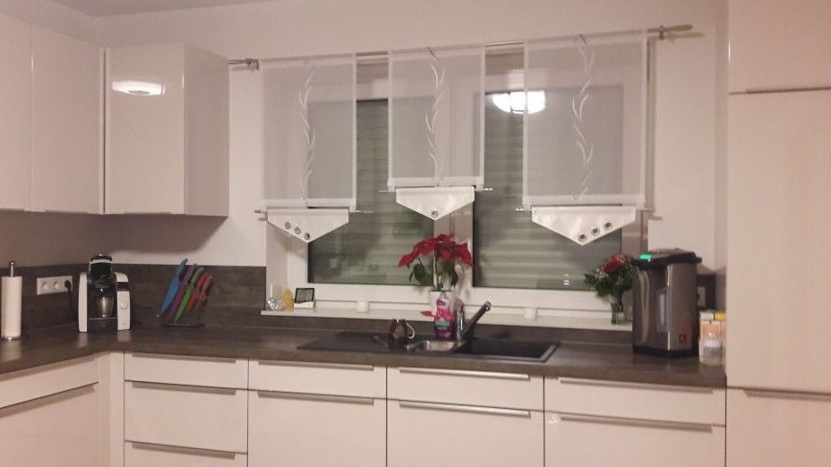 Neu!!! Schöne Scheibengardine grau weiß Breite 145 cm Oben