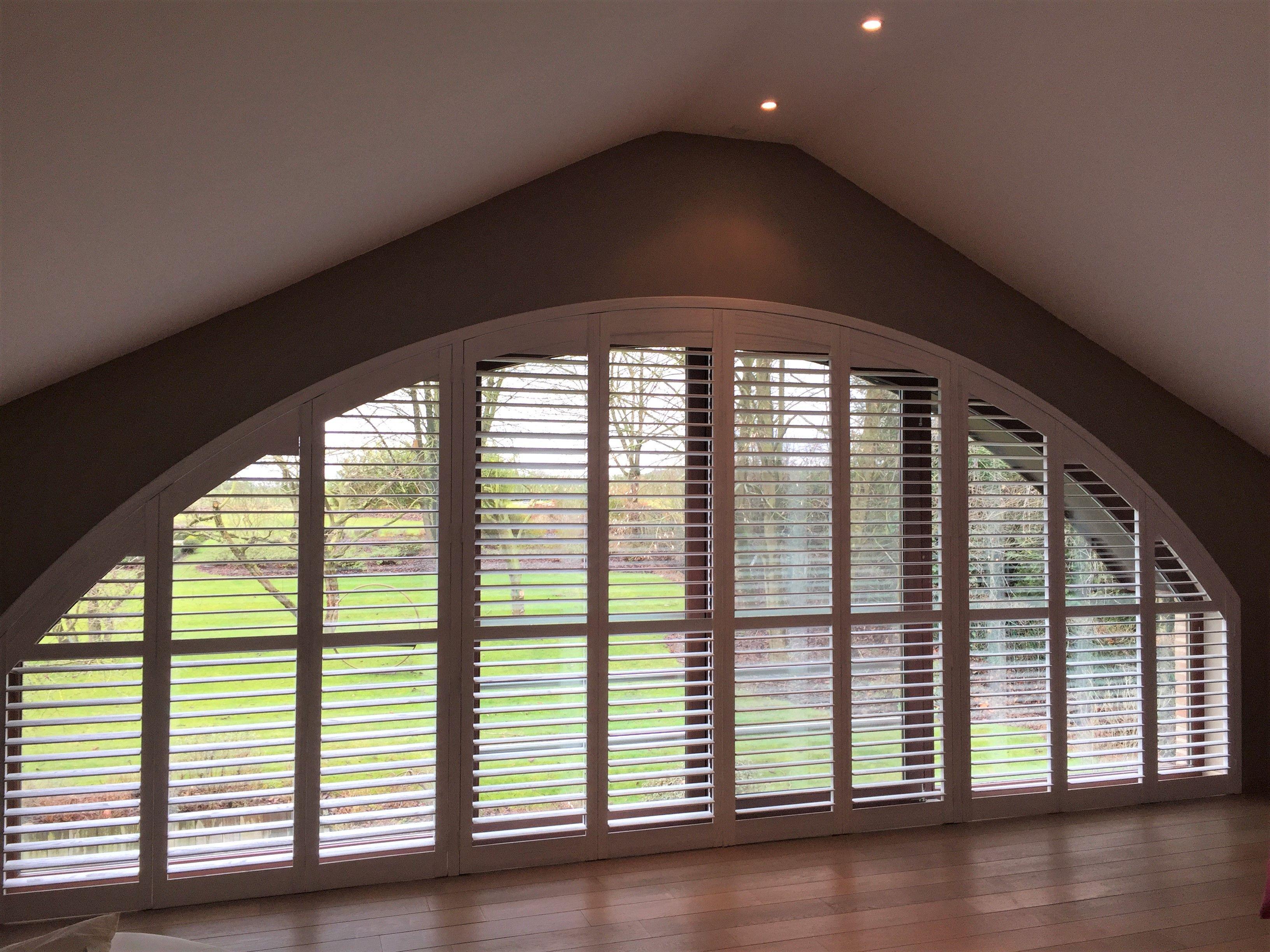 Hedendaags Met Van Eyck shutters als raamdecoratie, behoudt u het contact met EH-01