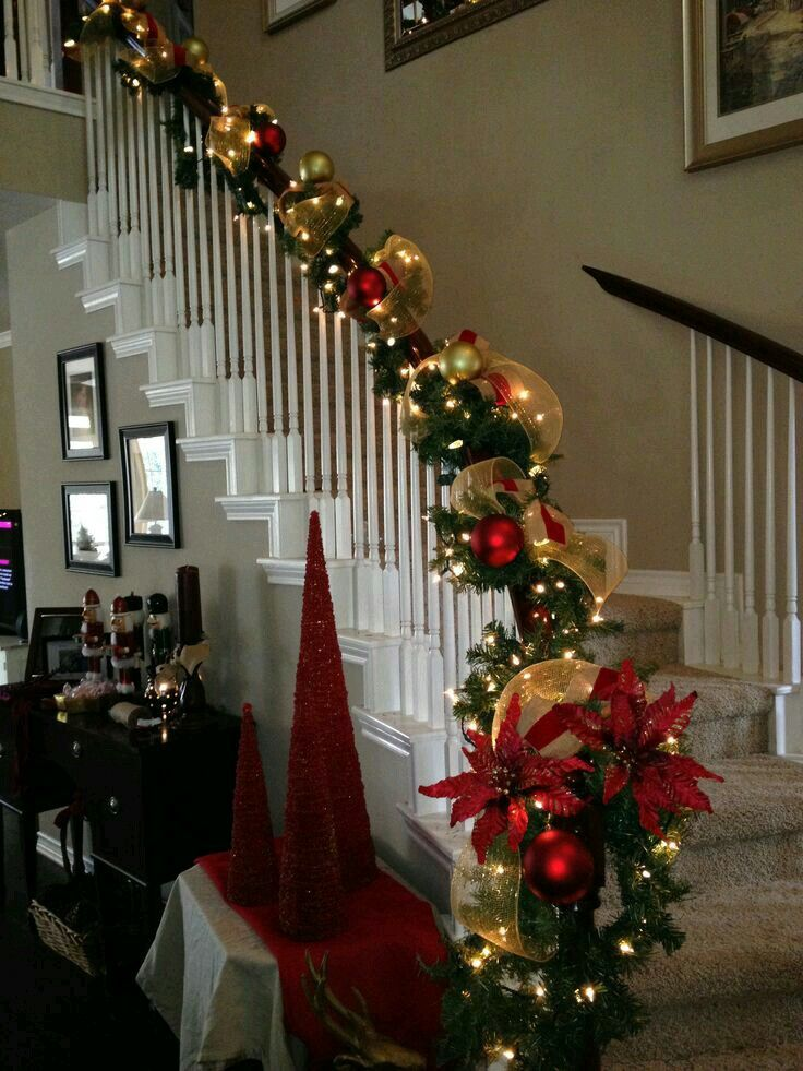 discover ideas about banister christmas decorations - Stairway Christmas Decorating Ideas Pinterest