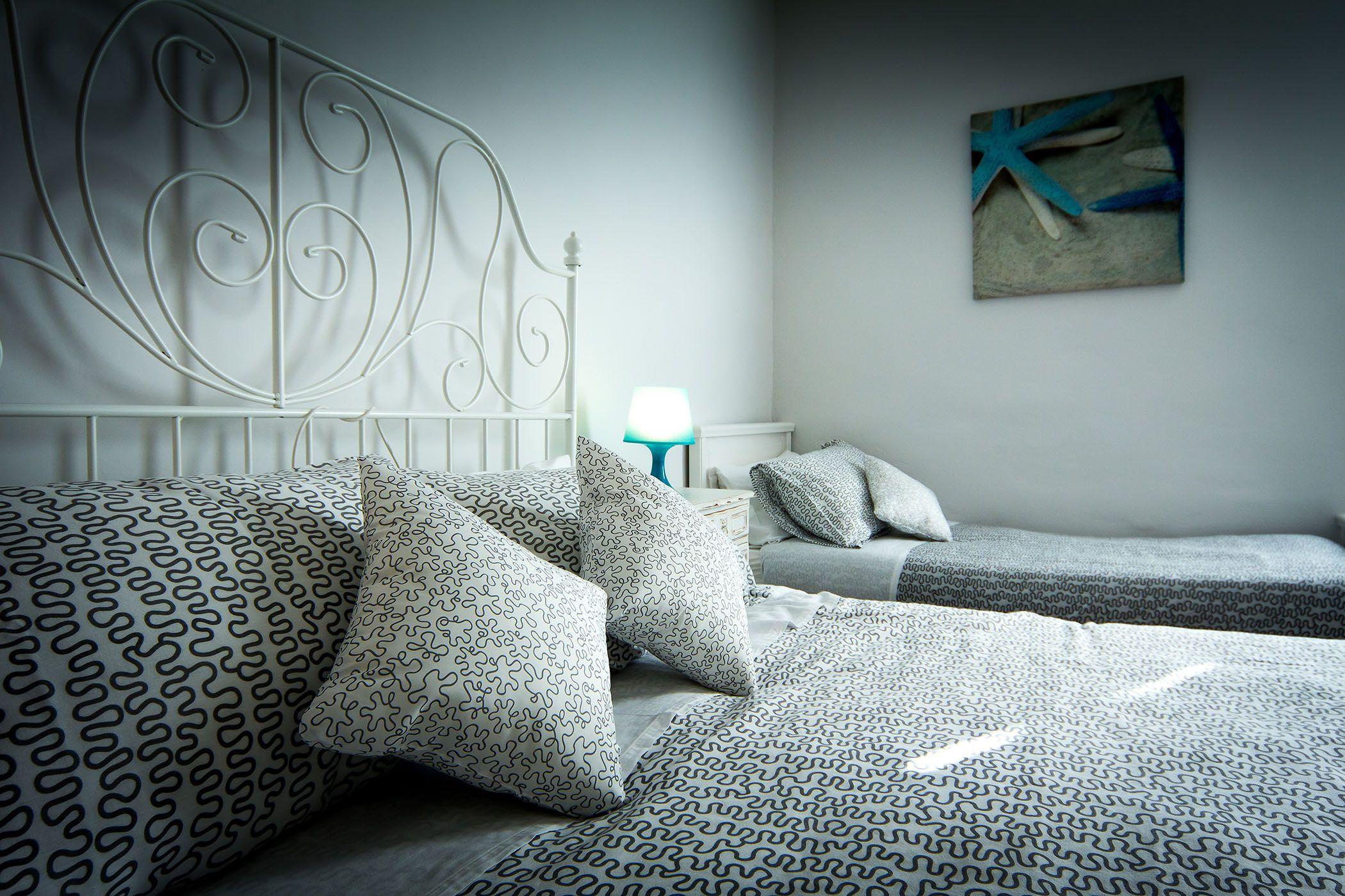La camera è spaziosa, luminosa e tranquilla