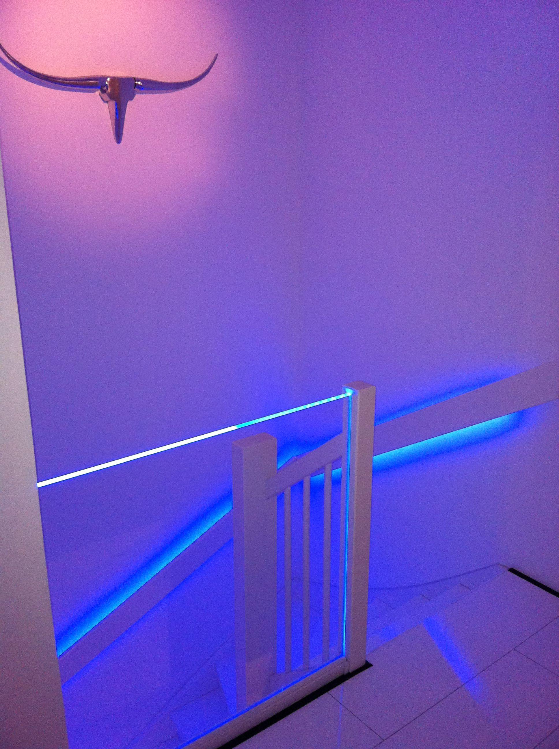 Polycarbonaat plaat binnen design interieur uitgelicht met RGB led ...